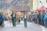 Die Viehsente zieht über den Beckenrieder Dorfplatz. (Bild: Edi Ettlin (Beckenried, 12. November 2017))