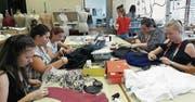 Bekleidungsgestalterinnen können ihre Ausbildung im Lehratelier in Altdorf absolvieren. (Bild: PD)