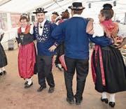Die Urner und Glarner Trachtenleute stellten beim Tanzen ihr Können unter Beweis. (Bilder: Franz Imholz (Urnerboden, 6. August 2017))