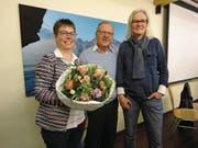 Marianne Amstad (rechts) ersetzt Dorothea Zimmermann (links) im Vorstand. In der Mitte Präsident Heinz Wyss. (Bild: Ruedi Wechsler (23. März 2018))