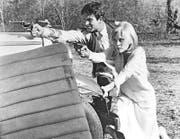 Die Schauspieler Faye Dunaway und Warren Beatty mit ihren Colts im Filmklassiker «Bonny & Clyde». (Bild: Getty)