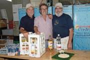 Die drei Wirte in der Helferbeiz (von links) Sepp Gisler, Godi Bühler und Kurt Lienammer sind weiterhin für die Verpflegung von bis zu 100 Helfern pro Tag zuständig. (Bild: Robert Hess (Alpnach, 1. Juli 2017))