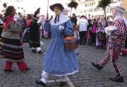 Nüsseln auf dem Hauptplatz in Schwyz. (Bild: Geri Holdener, Bote der Urschweiz)