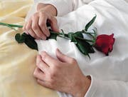 Nicht in jedem Urner Pflegeheim dürfen Patienten freiwillig aus dem Leben scheiden. (Bild: Keystone)