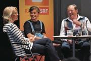«Persönlich»-Moderatorin Sonja Hasler (links) im Gespräch mit Madlen Arnold und Noldi Abplanalp. (Bild: Urs Hanhart (Altdorf, 18. Juni 2017))