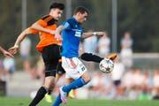 Der FC Sursee mit Labinot Aziri (rechts) ist nicht zu beneiden: In vier von sechs Partien, so auch hier beim 0:4 in Schötz, blieb der Verein torlos. (Bild Philipp Schmidli)