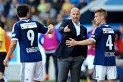 FCL-Trainer Carlos Bernegger kann heute einem gut erholten Dimitar Rangelov Anweisungen fürs Offensivspiel geben. (Bild Philipp Schmidli)