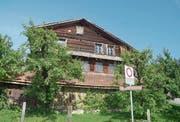Das 700 Jahre alte Haus an der Lauigasse in Steinen darf per Gerichtsbeschluss vorderhand weder abgerissen noch sonst wie verändert werden. (Bild: Jürg Auf der Maur)