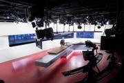 Blick ins Studio: Moderator Franz Fischlin spricht in der Tagesschau im Schweizer Radio und Fernsehen (SRF) in Leutschenbach, aufgenommen im Dezember 2017. (Bild: Keystone, 11.12.2017)