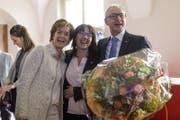 Der neu gewählte Regierungsrat Dölf Biasotto (FDP) nimmt Gratulationen von Kantonalparteipräsidentin Monika Bodenmann-Odermatt und seiner Frau Marie-Theres (links) entgegen. (Bild: Gian Ehrenzeller / Keystone (Herisau, 19. März 2017))