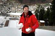 Hat ganz Engelberg hinter sich: Albin «Bini» Amstutz mit dem «technischen» Schnee auf der Titlis-Schanze. (Bild Nadia Schärli)