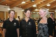 Präsidentin Claudia Käslin-Barmettler mit Sandra Barmettler-Zumstein (links) und Bernadette Gander-Blättler (rechts). (Bild: Marion Wannemacher (Stans, 25. Januar 2018))