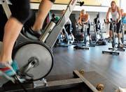 In Form dank Spinning: körperliche Ertüchtigung in einem Fitnesscenter. Bild: Mark Gail/Getty Images