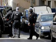 In der Schweiz und in Frankreich sind mehrere Personen bei einer Anti-Terror-Aktion festgenommen worden. (Symbolbild) (Bild: KEYSTONE/AP/CLAUDE PARIS)
