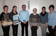 Franziska Dahinden (Zweite von links) zusammen mit der ehemaligen Aktuarin, Ursula Zurkirchen, Isidor Baumann, Helen Fumasoli, Silvia Planzer und Gret Wipfli (von links). (Bild: Robi Kuster (16. März 2018))