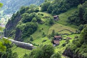 Auf der Bergstrecke soll es auch nach der Neat- Eröffnung gute Zugverbindungen geben. (Bild: Keystone/Gaetan Bally)