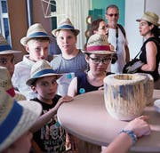 Die Ausstellungsfläche im Strohmuseum wird den Kreationen von Kindern zur Verfügung gestellt. (Bild: Jakob Ineichen (Wohlen, 5. Juli 2017))