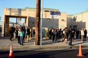 Die Behörden in Los Angeles haben sämtliche Schulen geschlossen. Im Bild der Lincoln High Campus. (Bild: EPA/Paul Buck)