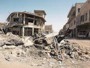 Ganze Quartiere in Mossul sind zerstört. Und noch immer halten sich IS-Kämpfer darin verschanzt. (Bild: Cedric Rehman)