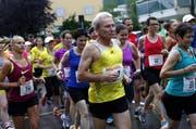 Trotz Regenwetter gingen gestern rund 1300 Läufer an den Start. (Bild: Werner Schelbert / Neue ZZ)