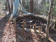 Auch das sogenannte Waldsofa der Waldspielgruppe Blätterdach (Bild) haben die Vandalen arg in Mitleidenschaft gezogen. (Bild: PD (Sarnen, 20. März 2017))