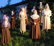Der Zuschauer tritt ins Kloster ein und begegnet überall Schwestern bei der Arbeit und bei ihrem stummen Gebet. (Bilder Romano Cuonz)