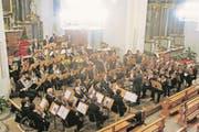 Die Musikgesellschaft trat in der Pfarrkirche in Kerns auf. (Bild: PD)