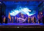 Aus der Tellspiel-Probe: Die gesamte Rütli-Landschaft wird mit Laser- und Videotechnik auf die Bühne des Theaters Uri projiziert. (Bild F. X. Brun)