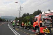 Nach dem Unfall bei Küssnacht brachte die Rega die 73-jährige Verunfallte ins Spital. (Bild: Kantonspolizei Schwyz)