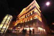 Am Samstag begann im Hotel Imperial in Wien die Syrien-Konferenz. Im Bild: Vor dem Hotel Imperial in Wien wurden nach den Anschlägen in Paris die Sicherheitsvorkehrungen verstärkt. (Bild: KEYSTONE/APA/HERBERT P. OCZERET)