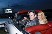 Kurt Aegerter und Susanne Kursawe reihten sich im letzten Jahr mit ihrem Pontiac unter die Besucher. (Bild: Werner Schelbert (23. Juli 2016))