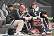 Mag kaum noch hinschauen: FCL-Trainer Markus Babbel. (Bild: Martin Meienberger/Freshfocus (Zürich, 22. April 2017))