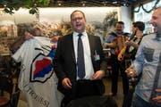 Bundesratskandidat Norman Gobbi lässt sich von Anhängern der Lega dei Ticinesi nach den Bundesratswahlen trotzdem feiern. (Bild: Keystone / Gabriele Putzu)