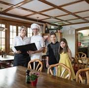 Karolina und Diego Di Caprio mit den Kindern Leonardo und Anna im Restaurant Allegro. (Bild: Corinne Glanzmann (Alpnach, 26. April 2017))