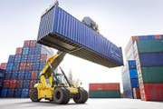 Aus dem Toggenburg in die Welt: Im vierten Quartal 2017 exportierten Toggenburger Firmen mehr als im entsprechenden Vorjahreszeitraum. (Bild: Fotolia)