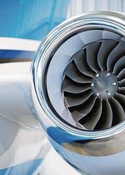 Die Stanser Pilatus-Flugzeugwerke fertigen auf einer Maschine der Starrag Group Aluminiumstrukturteile des neuen Businessjets PC-24. (Bild: pd)