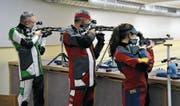 Hanspeter Künzli, Hansueli Mettler und Nina Kuratli bereiten sich auf die Ostschweizer Meisterschaften in Ebnat-Kappel vor. (Bild: Sabine Schmid)