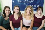 Die neuen Scharleiterinnen Sonja Huber (links) und Esther Büchel (rechts) übernehmen von Daniela Streule und Joana Meier. (Bild: Rösli Zeller)