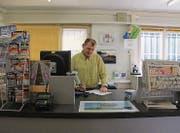 Der Thaler Gemeinderatskandidat Felix Bischofberger führt die Postagentur in Altenrhein. (Bild: Franca Hess)