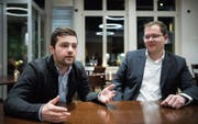 Wollen frischen Wind in die Stadtpolitik bringen: Die Parteipräsidenten Andrin Fröhlich (FDP) und Pascal Fürer (SVP). (Bild: Ralph Ribi)