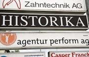 Die Perform AG erscheint zwar immer noch auf der Firmentafel des Gewerbehauses an der Wiesentalstrasse, doch hat die Werbeagentur den Standort Oberuzwil längst verlassen. (Bild: Philipp Stutz)