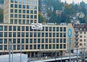 Das Banner an der Südfassade der Fachhochschule. (Bild: pd)