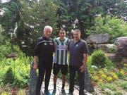Dölf Früh, Präsident des Verwaltungsrates FC St.Gallen (von links), Yannis Tafer und Sportdirektor Christian Stübi. (Bild: pd)