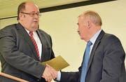 Aktuar und Vize-Präsident Werner Ritter (links) würdigte die Arbeit des scheidenden Präsidenten der Museumsgesellschaft, Thomas Stadler.