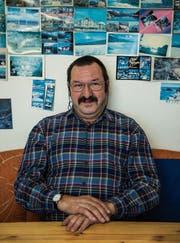 Guido Eilinger in der Küche seiner Wohnung. (Bild: Sabrina Stübi)
