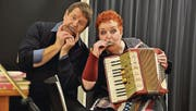 «Hanspeter, do stimmt öppis nöd!» Silvia Abegg und Hanspeter Müller-Drossaart müssen die Rollen finden. (Bild: Kathrin Meier-Gross)