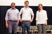 Sie haben die Jubiläumsschrift verfasst (von links): Markus Burtscher, Pascal Schönenberger und Jasmin Alder. (Bild: PD)