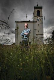 Sepp Koller hält Gottesdienste und macht Trauungen. Aber auch in den dunklen Stunden wird er gerufen. (Bild: Benjamin Manser)