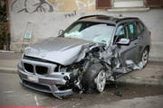Das Auto nach der Kollision. (Bild: Stapo SG)