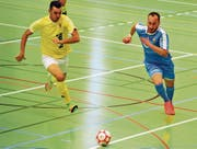 Die Uzwiler (blau) streben den Gruppensieg an und möchten an die Aufstiegsspiele. (Bild: Urs Nobel)